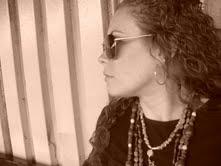 Mia Román Hernández, artista y defebsora de los derechos de la mujer