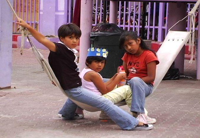 "Foto de documental ""Children Behind the Wall"""